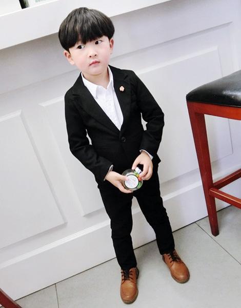Vest bé trai màu đen
